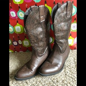 Cute cowboy boots by Rampage size 61/2 m